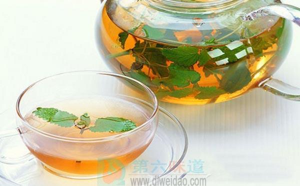 蜂蜜养生保健食谱——蜂蜜茶。绿茶10克,蜂蜜20克——第六味道