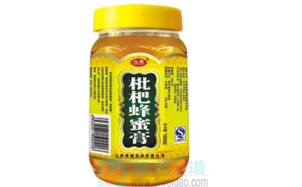 蜂蜜养生保健食谱——枇杷蜂蜜膏。枇杷叶500克,蜂蜜200克——第六味道