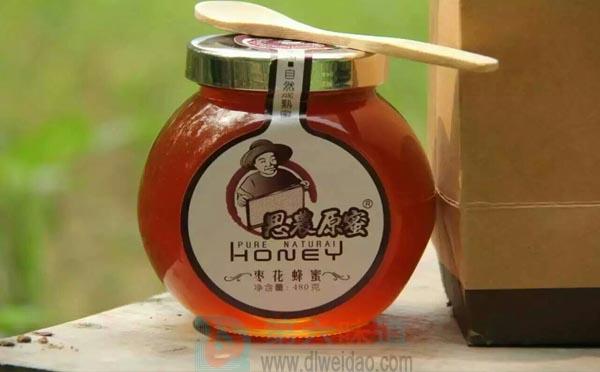 关于纯天然蜂蜜保质期,只是久置的蜂蜜与新鲜蜂蜜相比,营养价值略差些。——第六味道