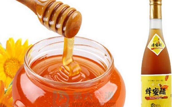 纯天然蜂蜜保质期外是否变质,蜂蜜具有吸水性和吸异味的特性,因此要密封储存第六味道